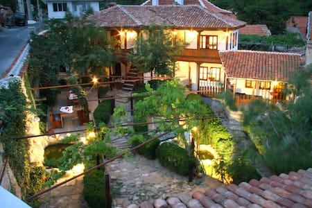 Етнографски комплекс Телбизови Къщи - Maglizh - Bed & Breakfast