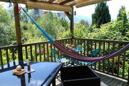 Chambre cosy avec vue sur les montagnes - Buzy - 独立屋
