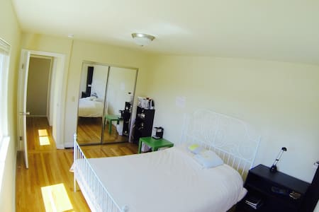 Private bathroom/Room and city view - San Francisco - House