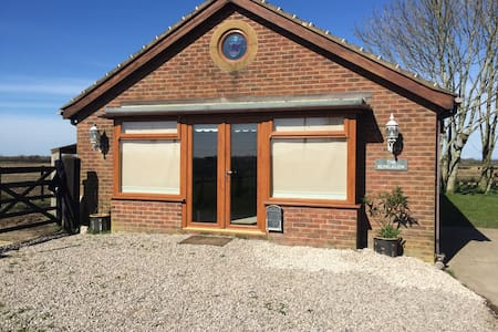 A quiet and secluded bungalow - Preston - Cabana