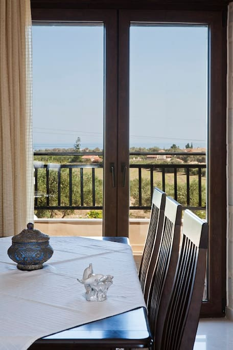 Dining room with view of the Cretan countryside