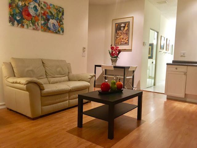 Private and Spacious 1 Bd/1 Ba Efficiency - Weston - Casa