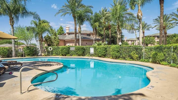 FALL EXCLUSIVE! 2/2 GOLF! HEATED POOLS! HOT TUBS!