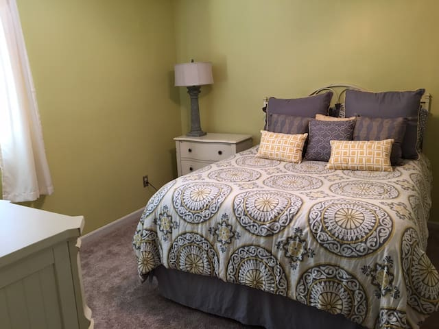 Private Bed and Bathroom near UC, Stadiums, & DT.
