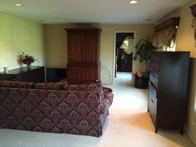 Executive acreage home, sleeps 5-6 - Omaha - Maison