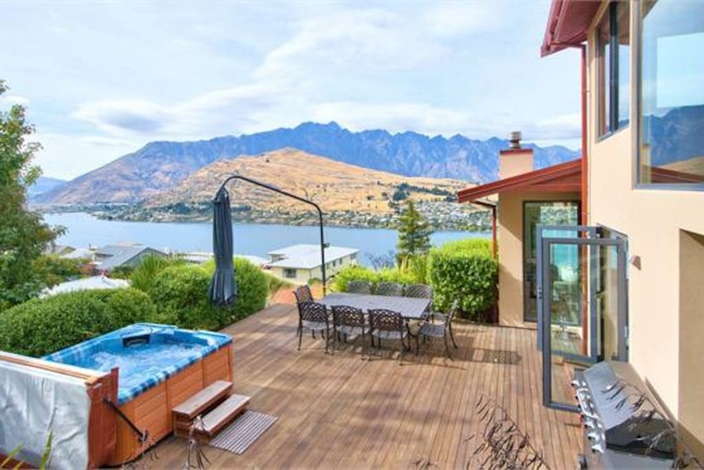 Spa and entertaining deck with privacy and sensational views