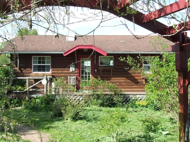 Comfrey Hill Cottage,  A VACATION! - Ferndale - Cabin