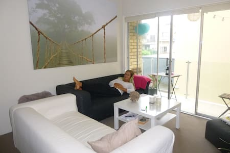 Queen sized bedroom in Tamarama!!! - Tamarama - Apartmen