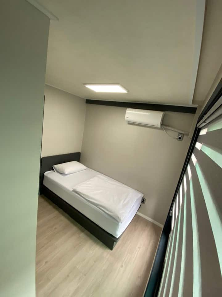 Itaewon Terraces - Single room private bathroom