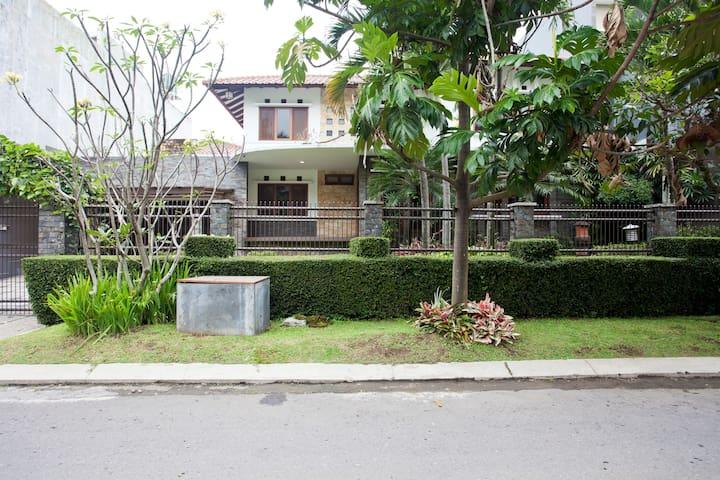 Luxury Villa in Setra Duta - Cimahi Utara - Haus