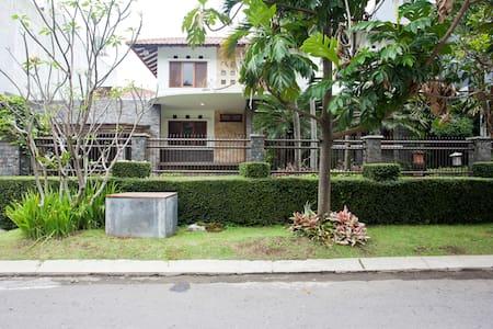 Luxury Villa in Setra Duta - Cimahi Utara - Ev