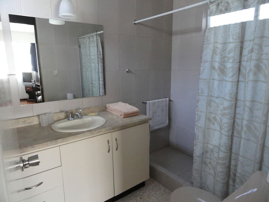 Superior room, fully-tiled bathroom