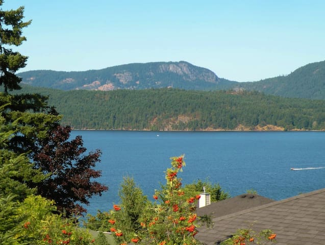 Private Room in an Ocean View Home - Cowichan Bay