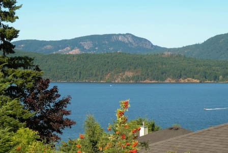 Private Room in an Ocean View Home - Cowichan Bay - Hus