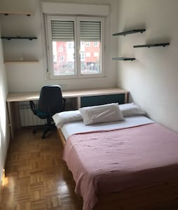 Habitación cómoda, Canillas - Madrid - Bed & Breakfast