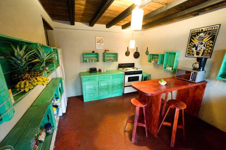 Casa Del Sol, R3 - Great Location!! - Antigua Guatemala - Flat