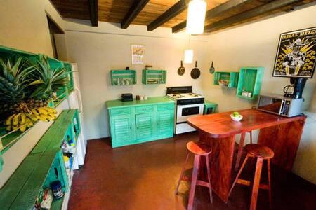 Casa Del Sol, R3 - Great Location!! - Antigua Guatemala - Huoneisto