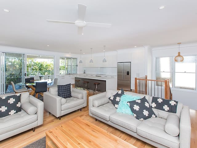 Renovated Three Bedroom Home-Pool - Hawthorne - House