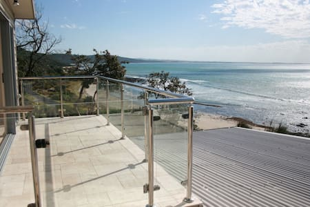 Sea Eagle Waterfront Beach House - Walkerville