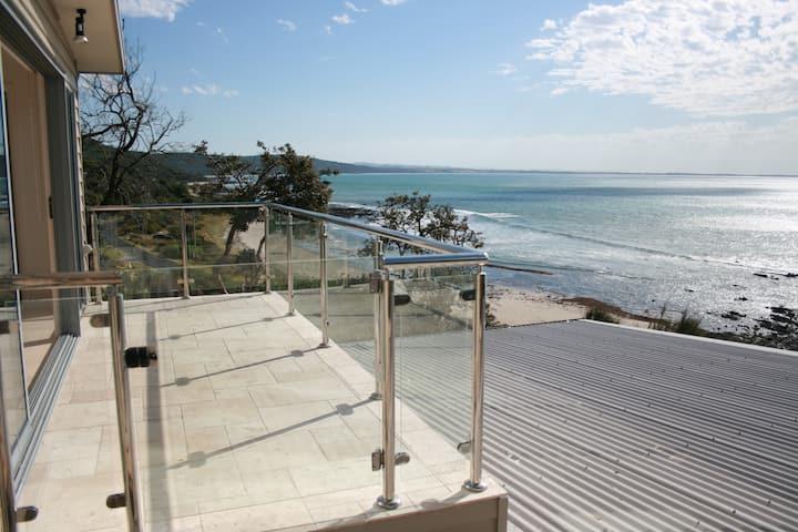Sea Eagle Waterfront Beach House