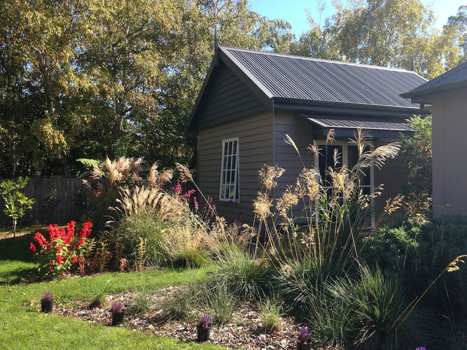 The Garden Studio is completely detached cottage providing absolute privacy, with its own entrance and parking in behind. Taken in Autumn, April 2015