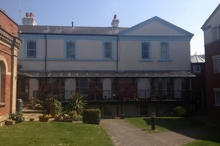 Walton-on-the-Naze 2 bed flat by sandy beaches