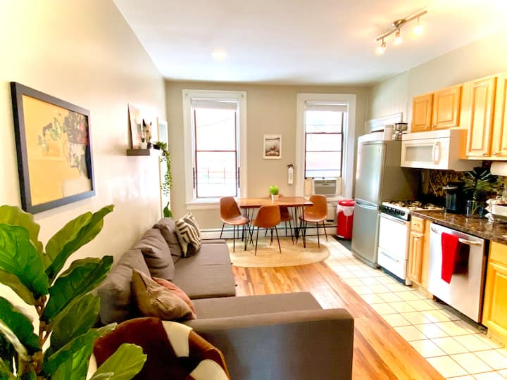 SunnyModern FamFriendly 2BR Home, 1 stop to NYC!