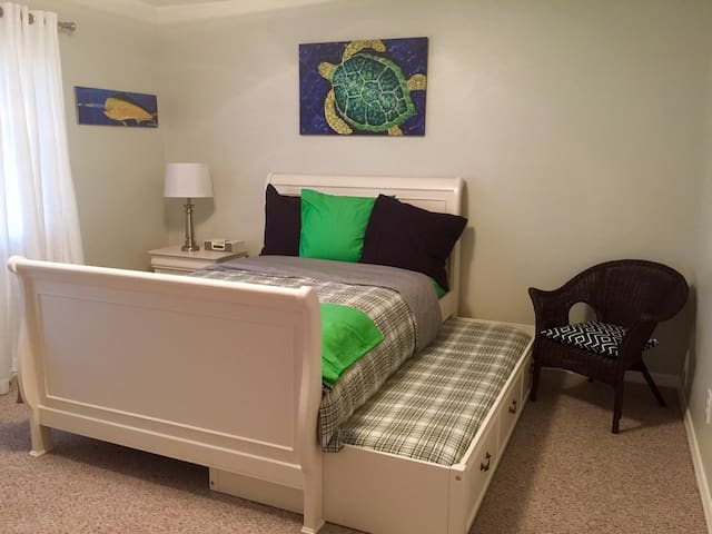 2nd bedroom with super comfy trundle bed.