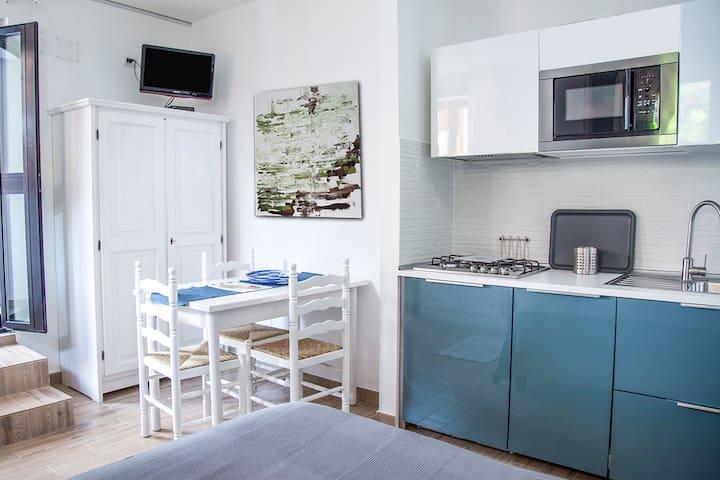 Cosy studio apartment with balcony 20mt to beach