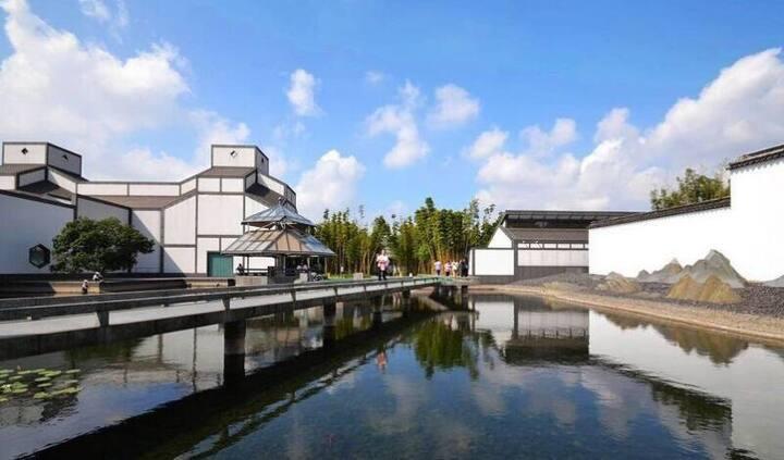 居古城中心,近苏州博物馆、拙政园、观前街和平江路,具有浪漫艺术气质公寓