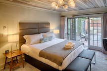 King Suite ✦ French Doors to Courtyard ✦ Boutique Hotel ✦