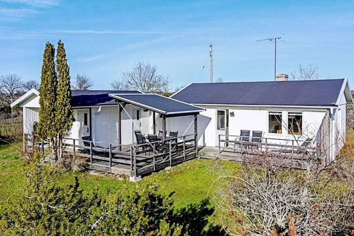 6 person holiday home in LÖTTORP