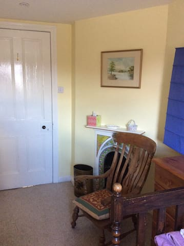 Kelso town centre, twin bedded ensuite room.