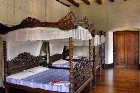 Villa Angela Heritage Classic Cuarto delas Hijas - Vigan City