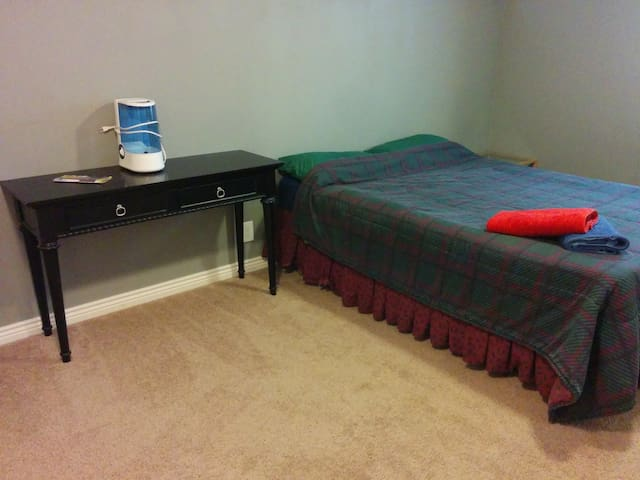 Affordable, Simple, Private Unit! - Denver - Flat