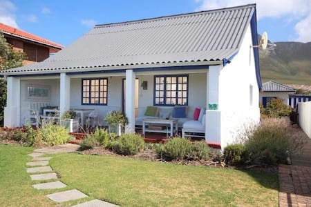 Quaint Heritage Cottage - Kleinmond