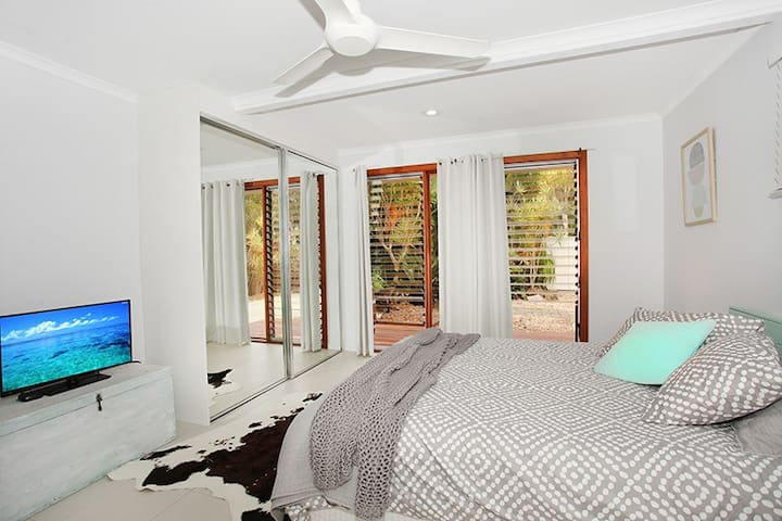 Downstairs bedroom- self contained with kitchenette & bathroom