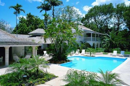 Bluff House - Vila