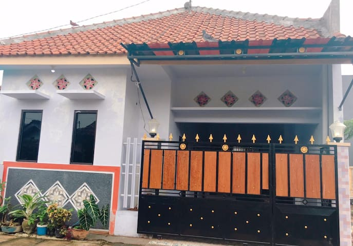 Cozy and Clean - Bodhi Tree Guest House Banyuwangi