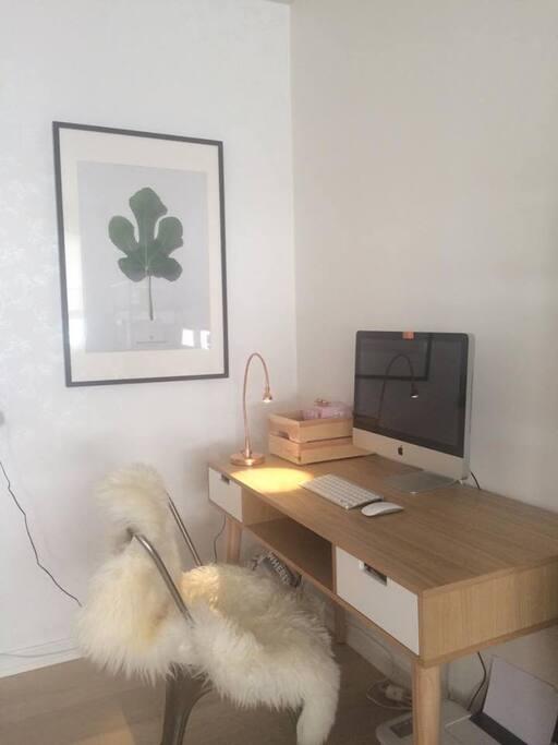 Skrivebord i stue