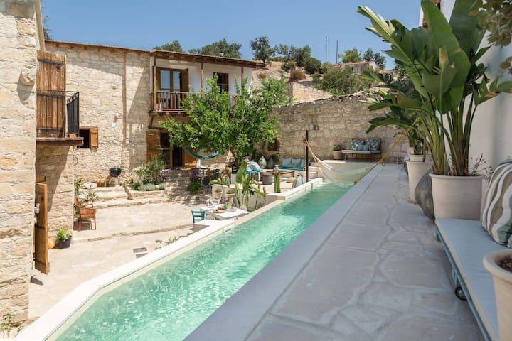 Casa Indy village paradise