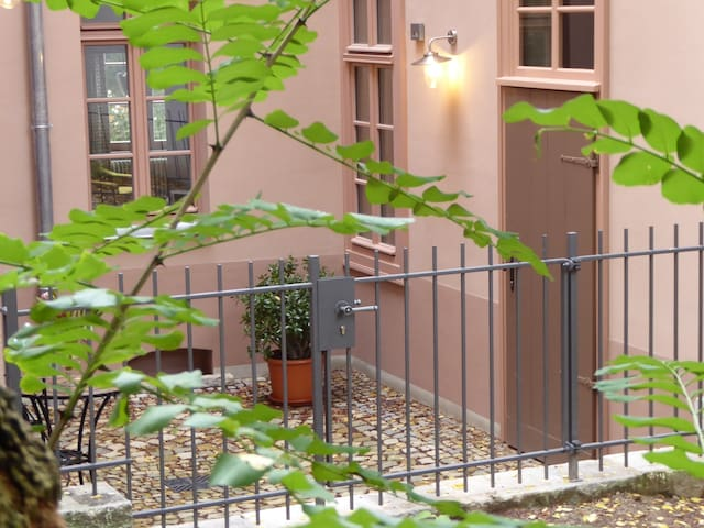 Charmante Altstadtwohnung am Universitätsplatz - Halle (Saale) - Lejlighedskompleks