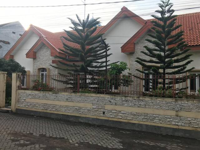 european house di kota malang