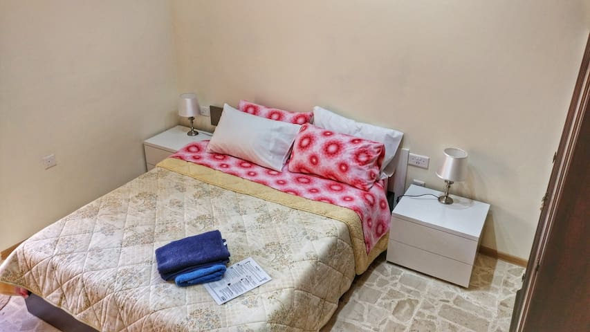 Double Bedroom with Terrace near Airport! - Gudja - Dom