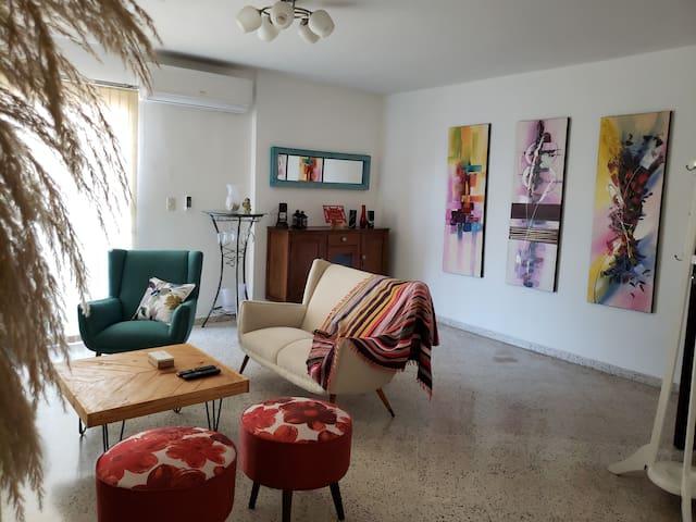 Luminoso y renovado piso en el centro de Asunción.