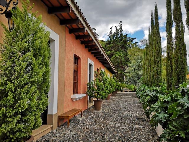 villa de lujo en la antigua guatemala, con piscina