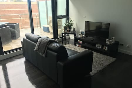 Modern Apartment with large balcony - Southbank