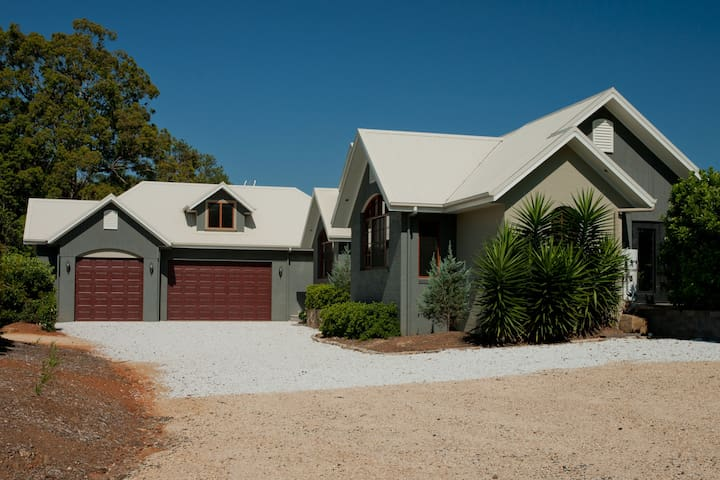 Colorado Estate - 5 Bedroom House - Bonville - Flat