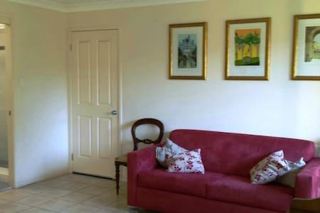 Leafy suburb, with comfy room. - Lisarow - House - 1