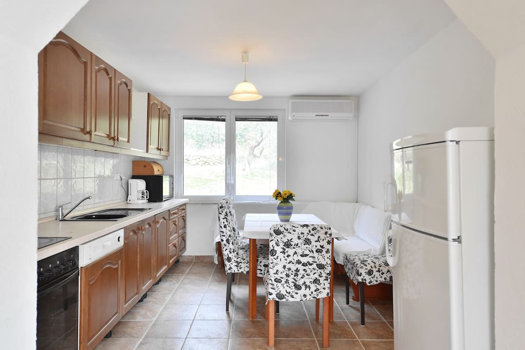 large kitchen, fully equipped.